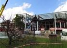 Vyhořelý Libušín bude do prázdnin pod střechou