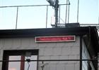 Na meteorologické stanici je umístěn světelný pane